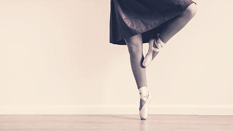 ballet-dancer-black-and-white-dance-1633