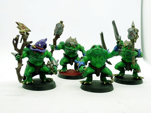 Frogfolk miniatures with Gandalf the green