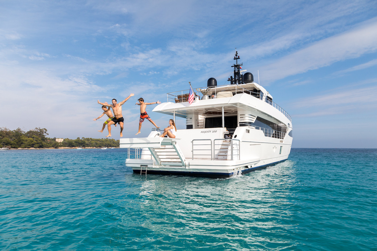 Yacht MIA on charter - guests jumping off the raised aft platform!