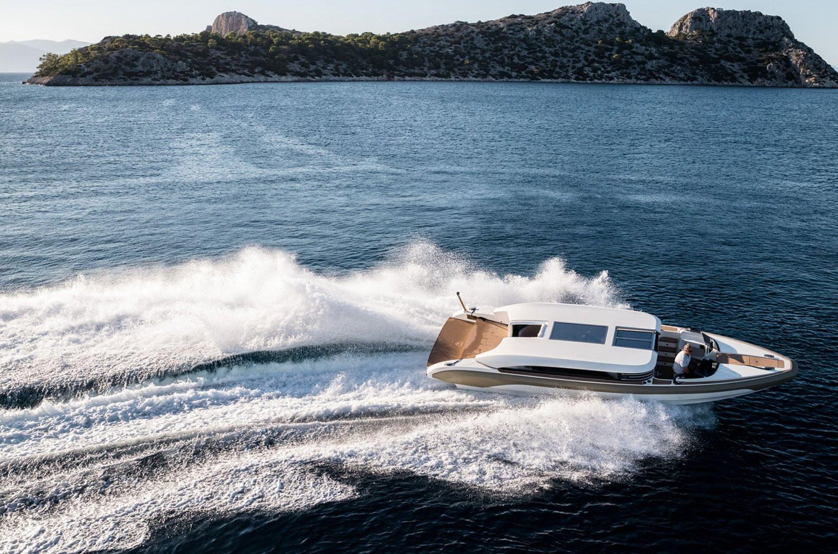 Mega Yacht O'PTASIA - limousine tender