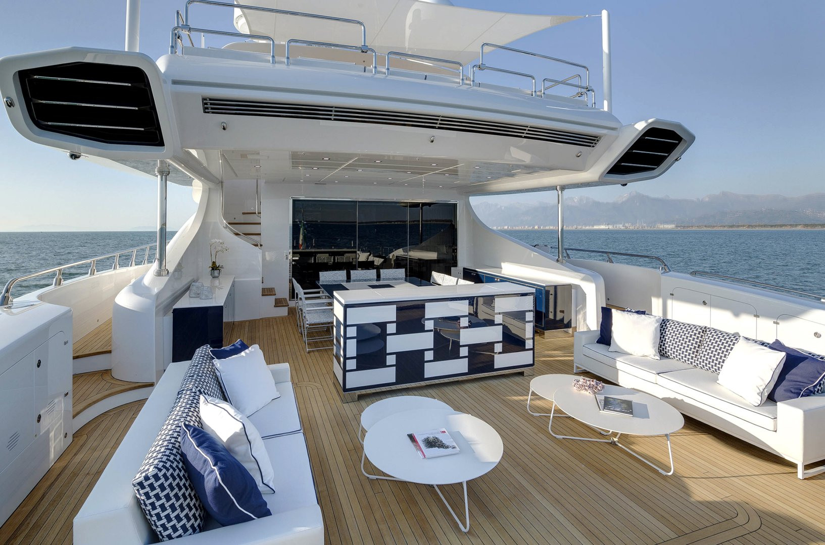Yacht DA VINCI - lounging, sun bathing, and Al fresco dining