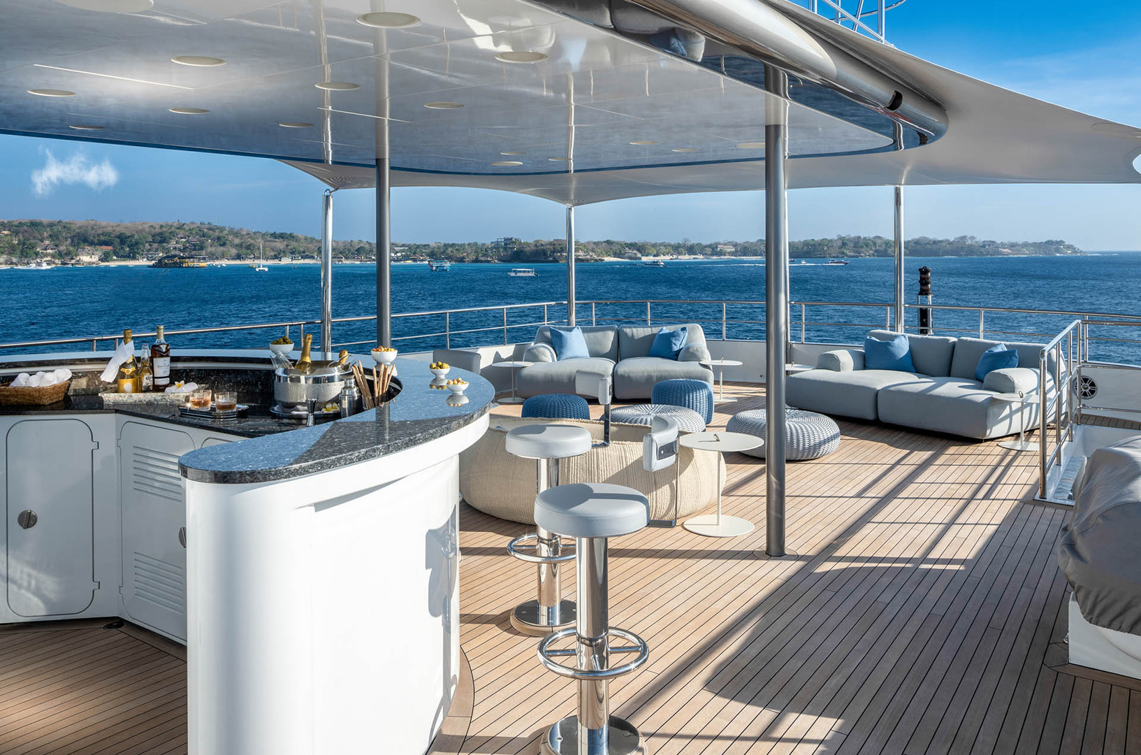 Yacht ATLAS - upper deck bar