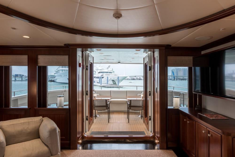 Yacht SAFIRA - Main deck salon