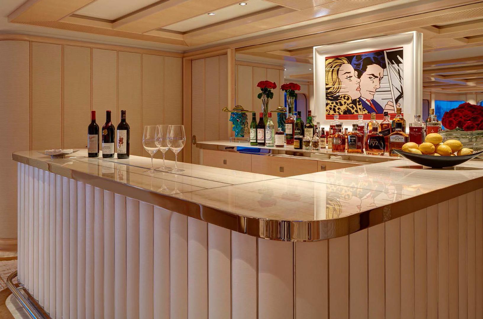 Yacht AQUARIUS - cocktail bar