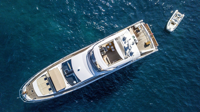 Yacht INVICTUS - at anchor