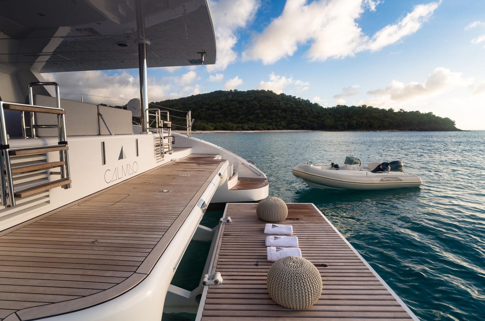 Yacht CALMAO - incredible sea access with full width hydraulic swim platform