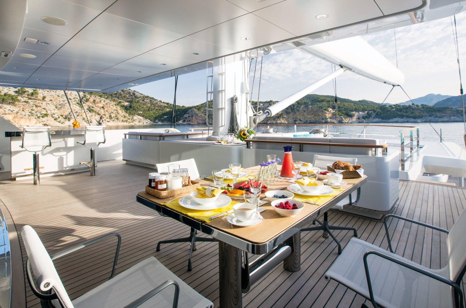 Yacht AQUIJO - fly bridge