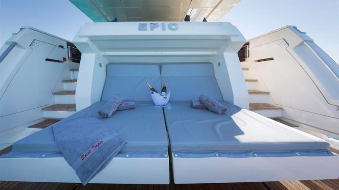 Yacht EPIC - mini-beach club sun loungers