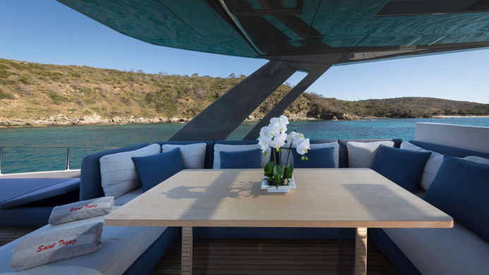 Yacht EPIC - fly bridge dining