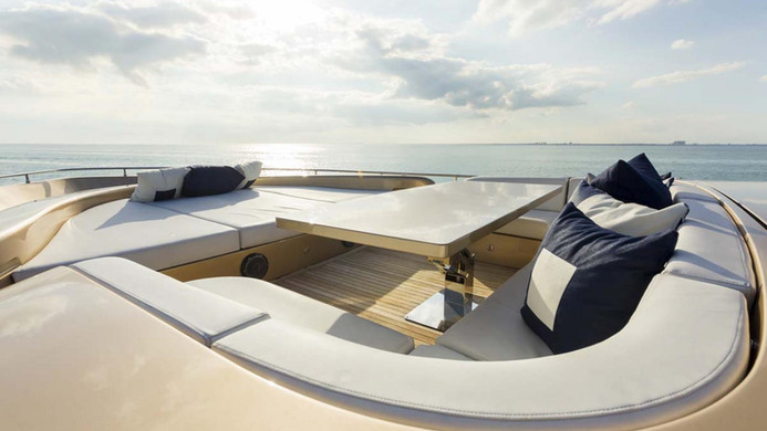 Yacht FIVE WAVES - foredeck