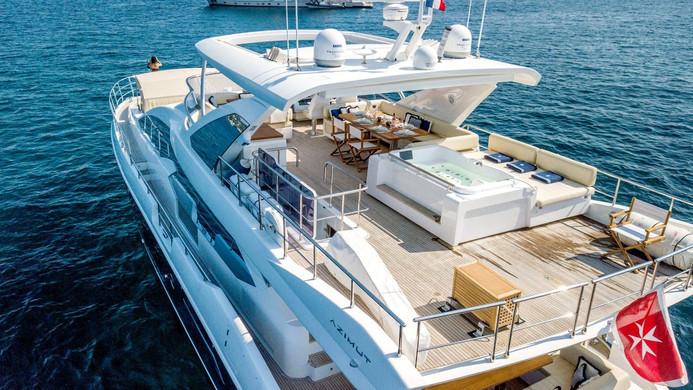 Yacht INVICTUS - sun deck fly bridge
