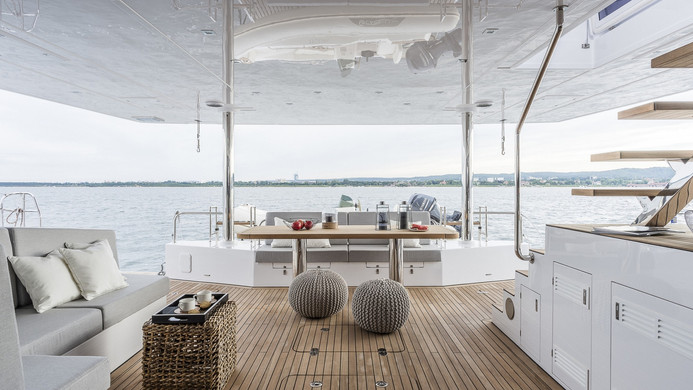 Yacht CALMAO - aft deck entertaining space