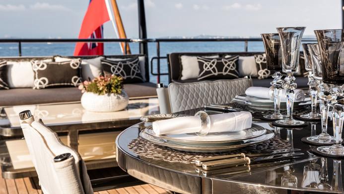 Yacht ELIXIR - Dining on the aft bridge deck