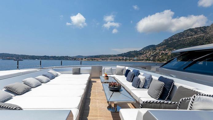 Yacht SARASTAR - foredeck outdoor living