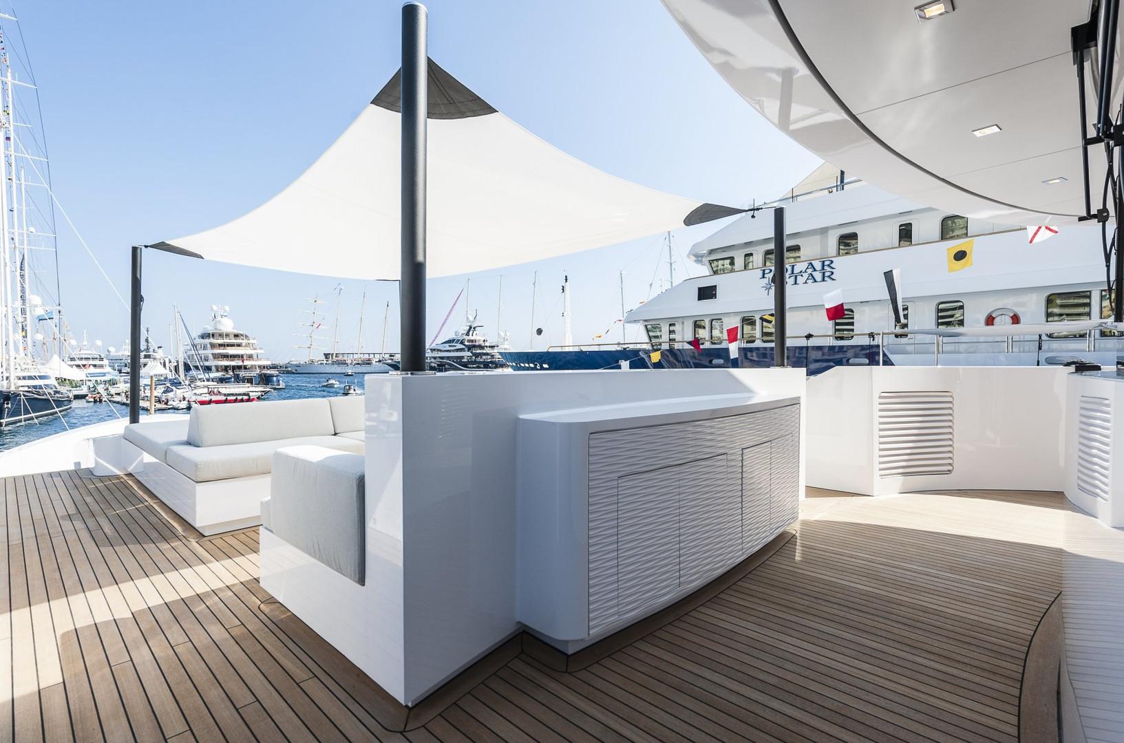 Yacht ENTOURAGE - foredeck lounging