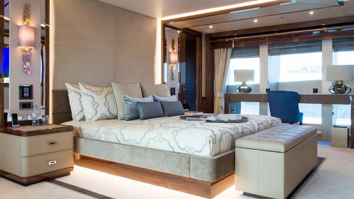 Yacht PRINCESS AVK - master cabin