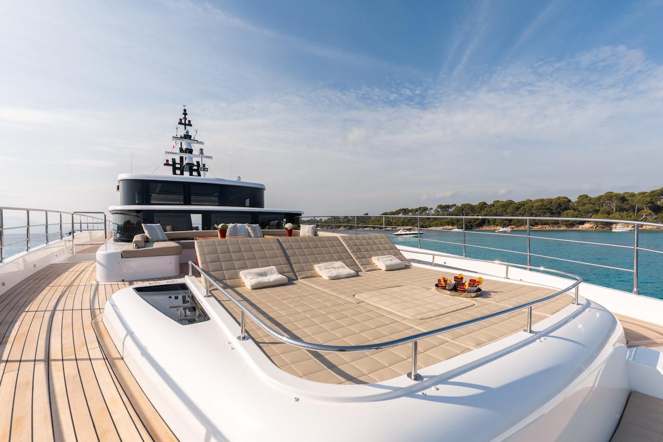 Yacht MIA - foredeck sun loungers