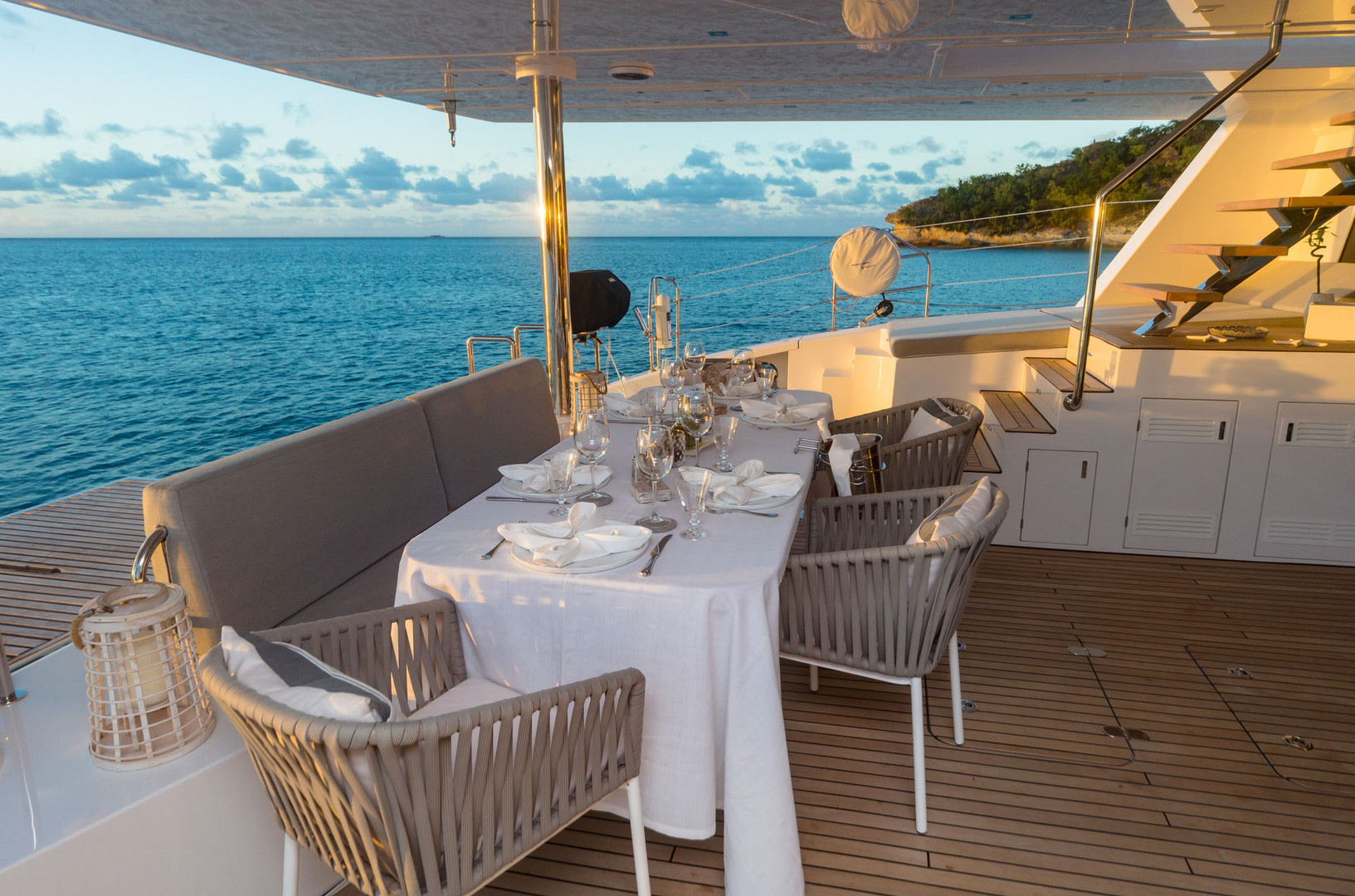 Yacht CALMAO - aft deck dining