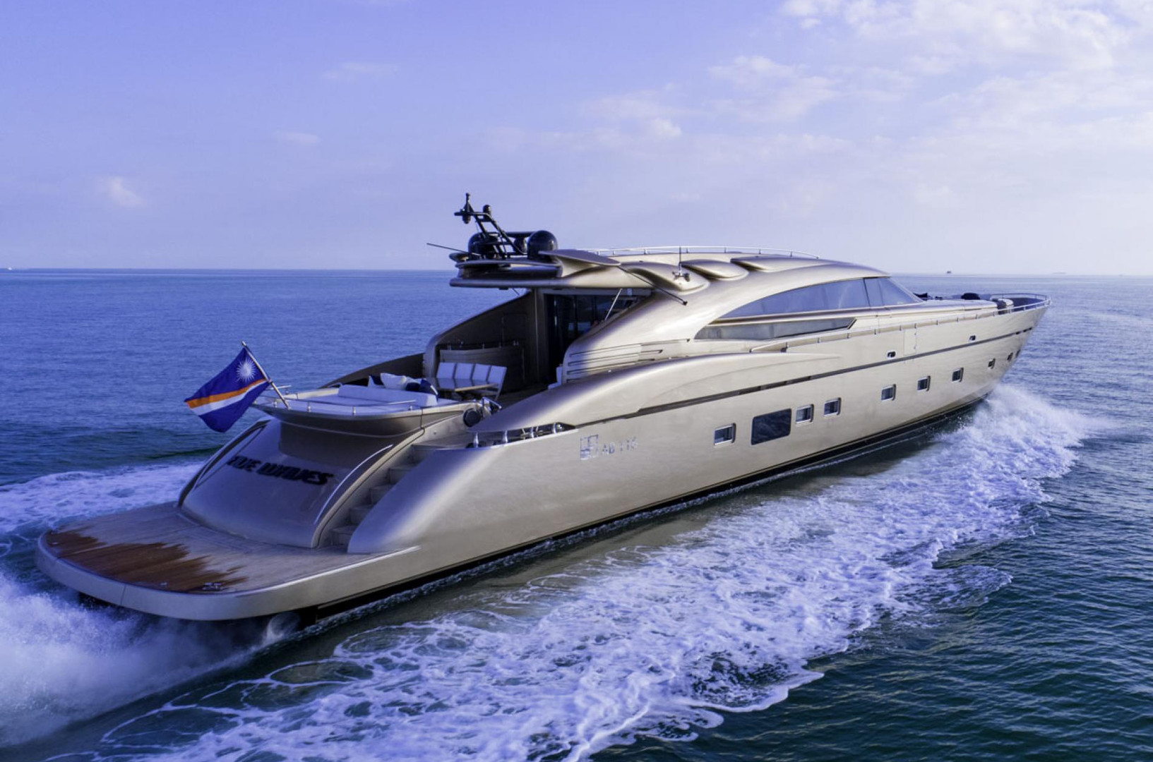 Motor Yacht FIVE WAVES - on charter in Bahamas