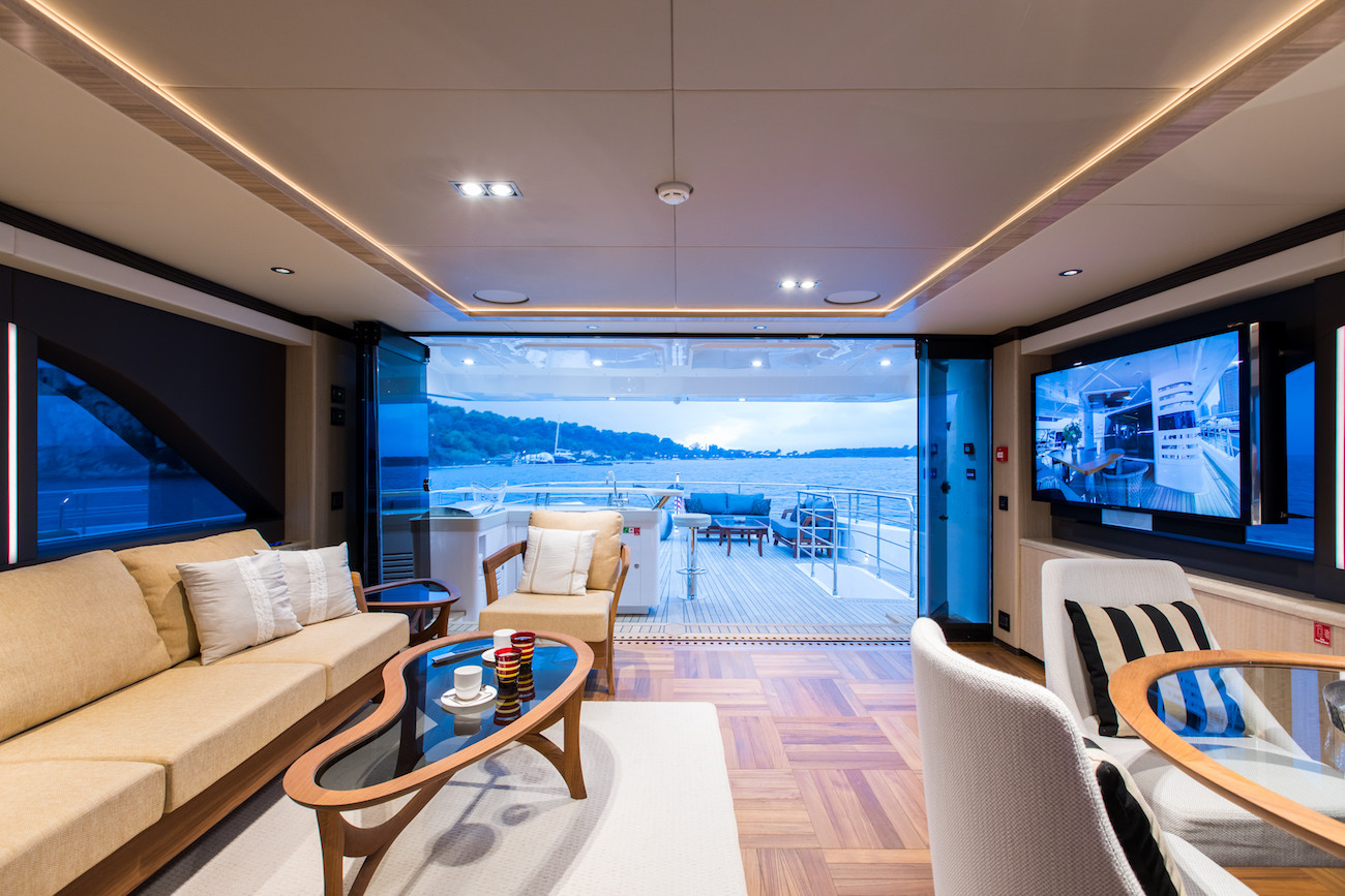 Yacht MIA - sky lounge