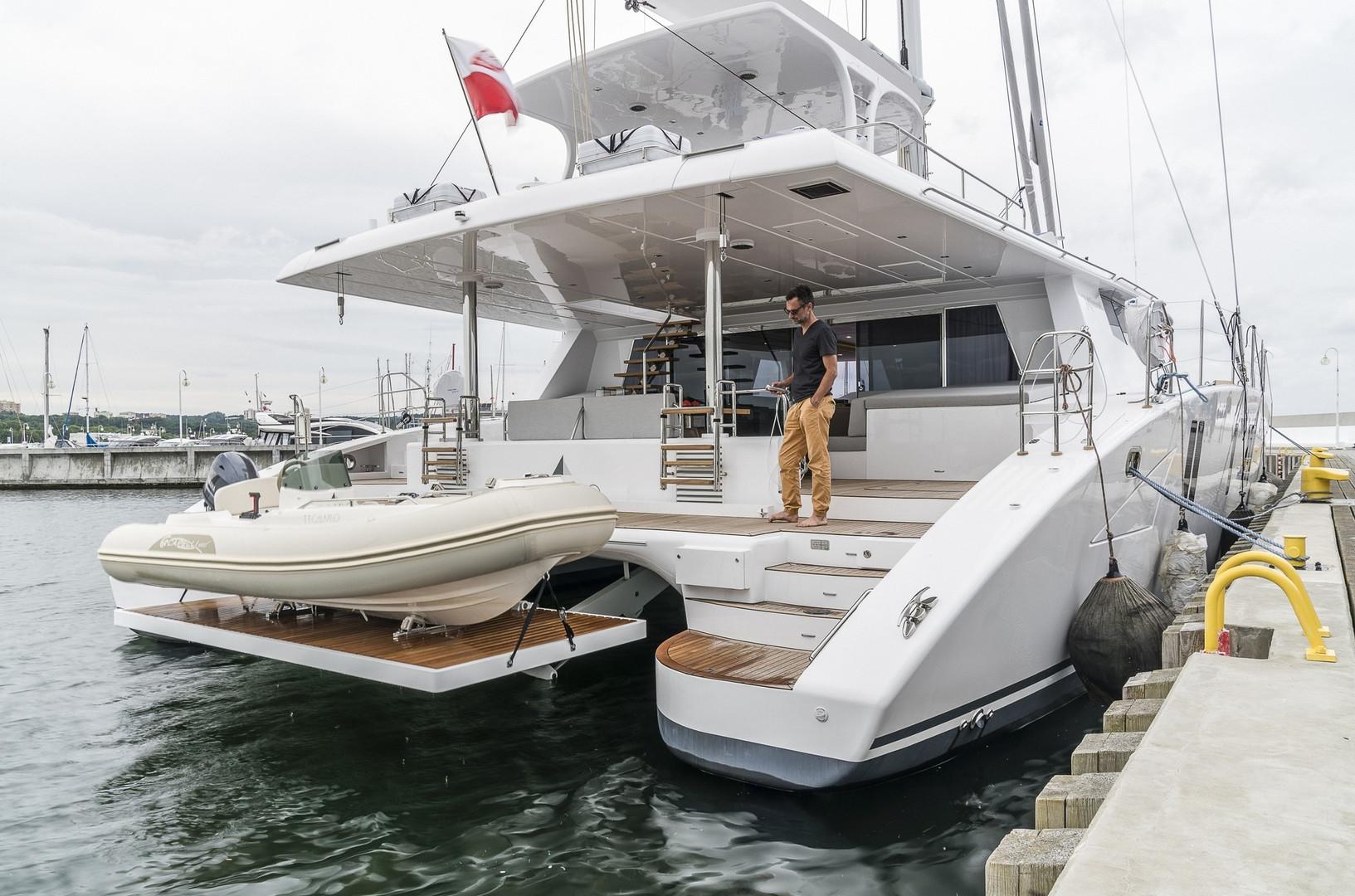 Yacht CALMAO - in port