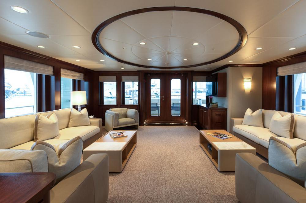Yacht SAFIRA - main deck saloon