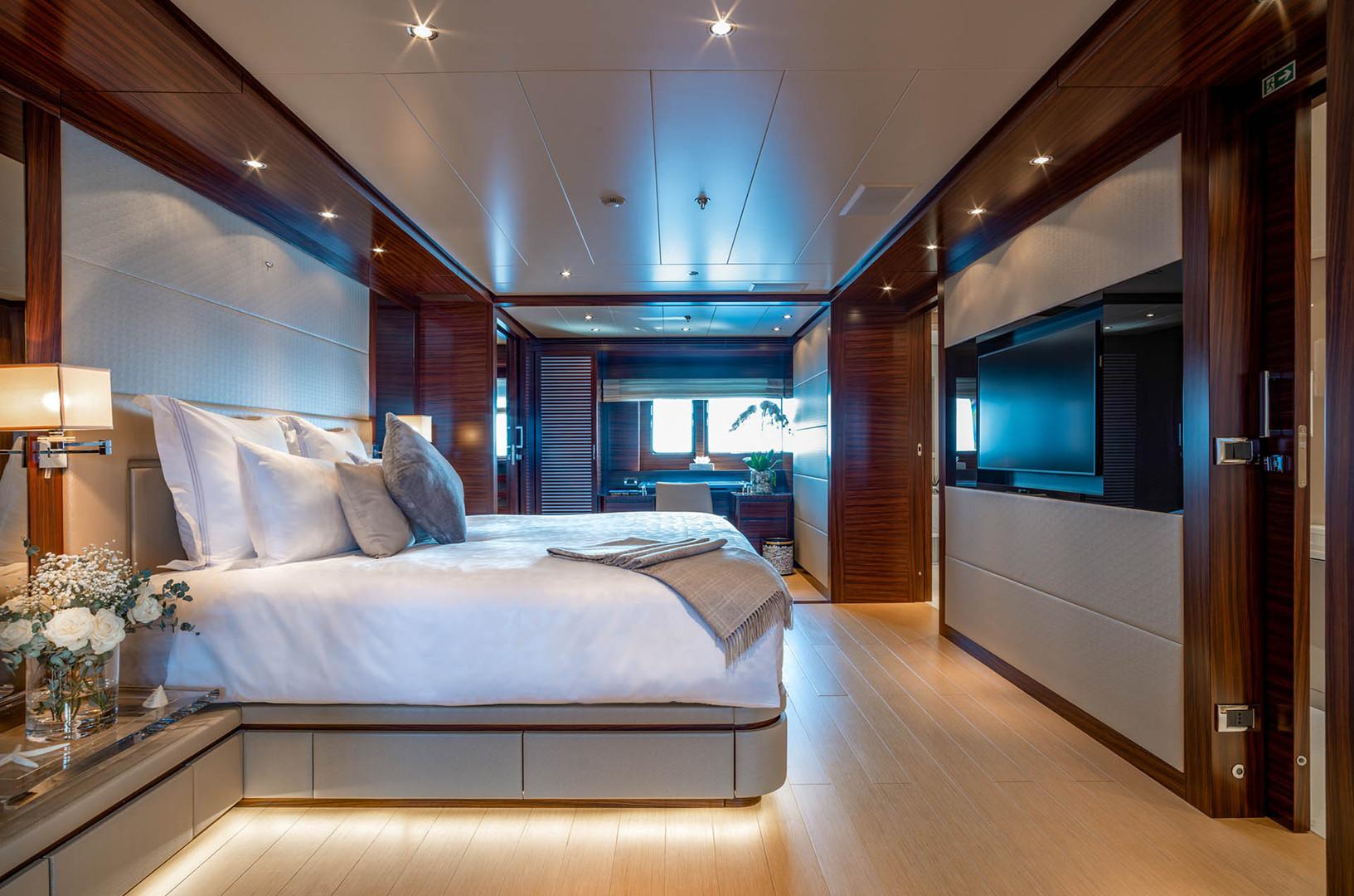 Yacht ATLAS - master suite