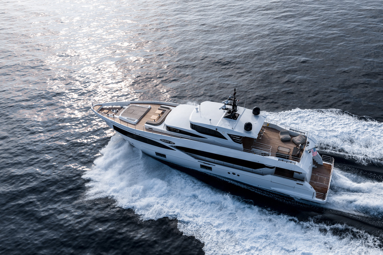 Yacht MIA - Gulf Craft Majesty 100, on charter in the south of France