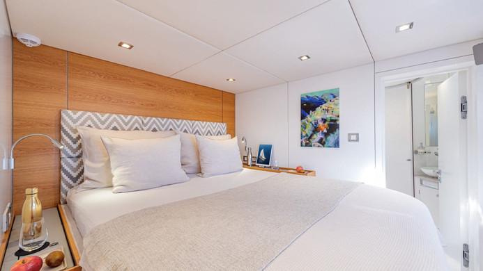 ADEA - queen size double cabin, en-suite