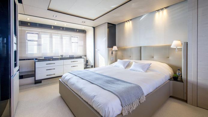 Yacht INVICTUS - master cabin