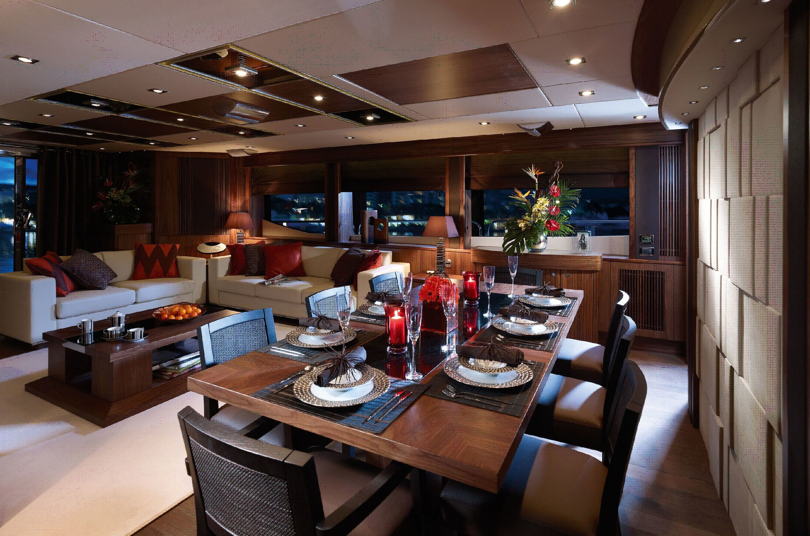 Yacht TUPPENCE - formal dining