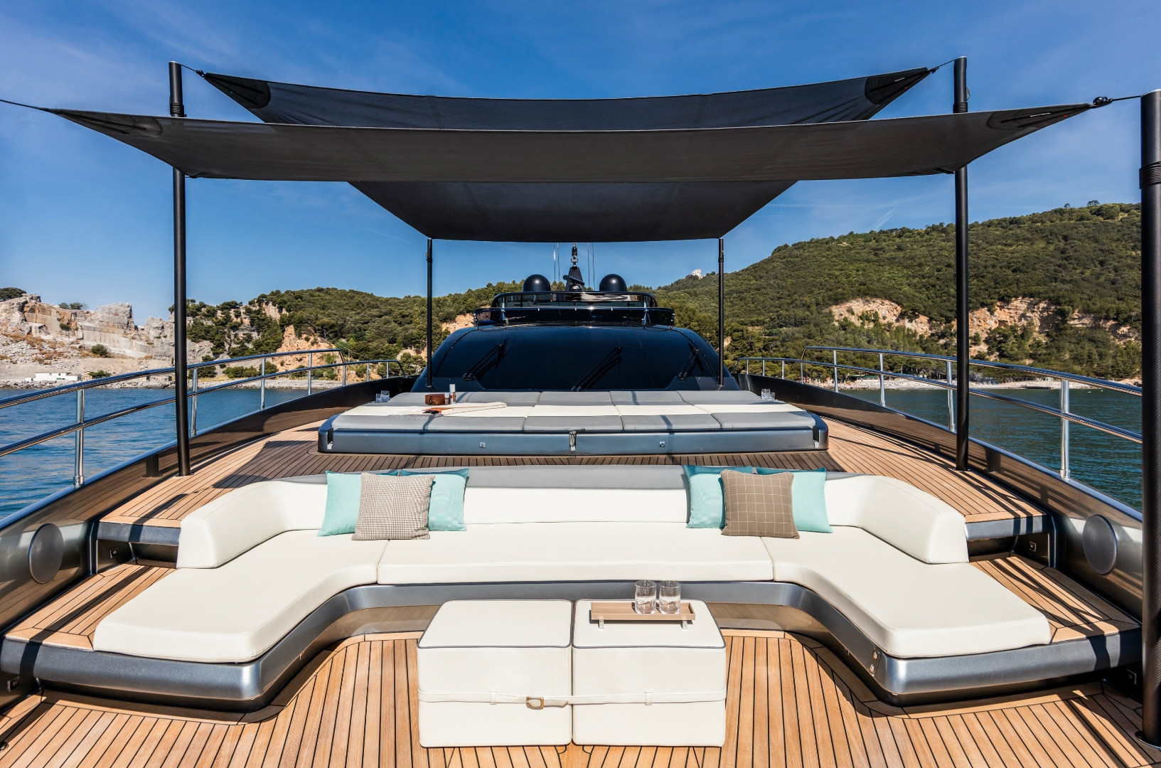 Yacht UNKNOWN - foredeck lounging, under shade, ingenious Riva design