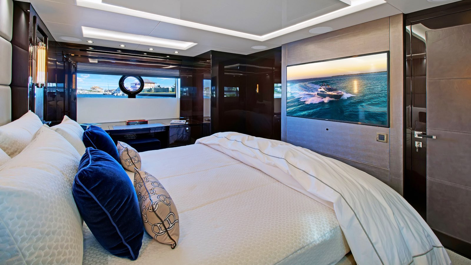 Yacht ENTERPRISE - Sunseeker 86 master cabin