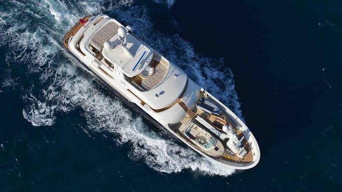 Yacht SAFIRA - underway