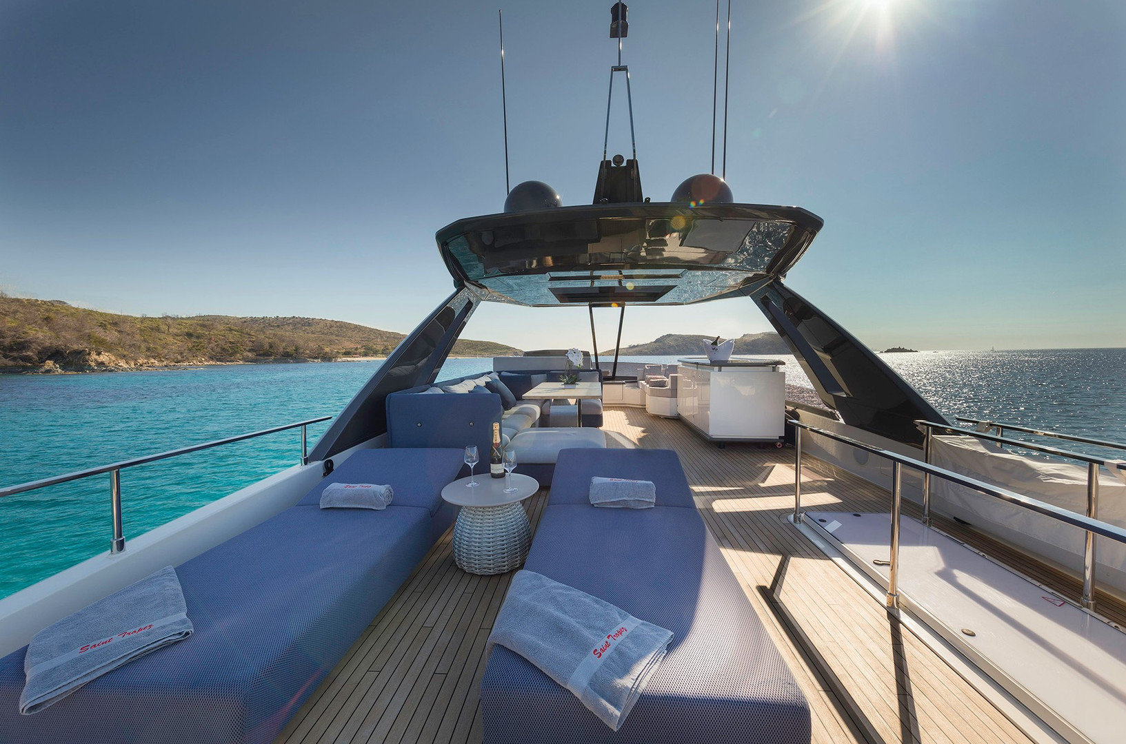Yacht EPIC - fly bridge deep luxury sun loungers