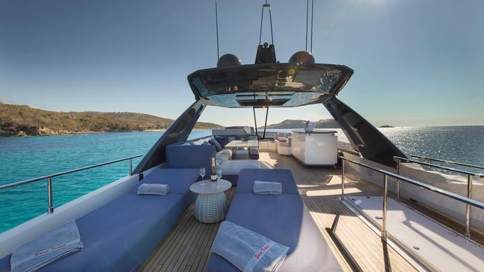 Yacht EPIC - fly bridge deep luxury sun loungers