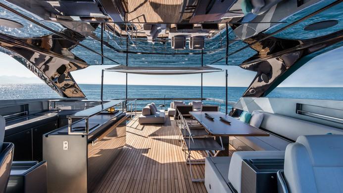 Yacht UNKNOWN - fly bridge