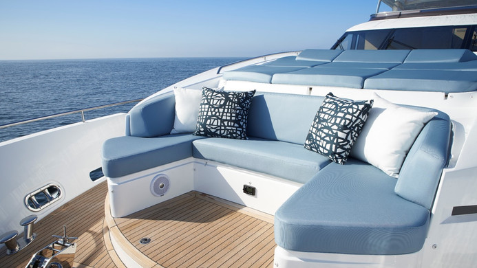 Yacht HALLELUJAH - bow seating area