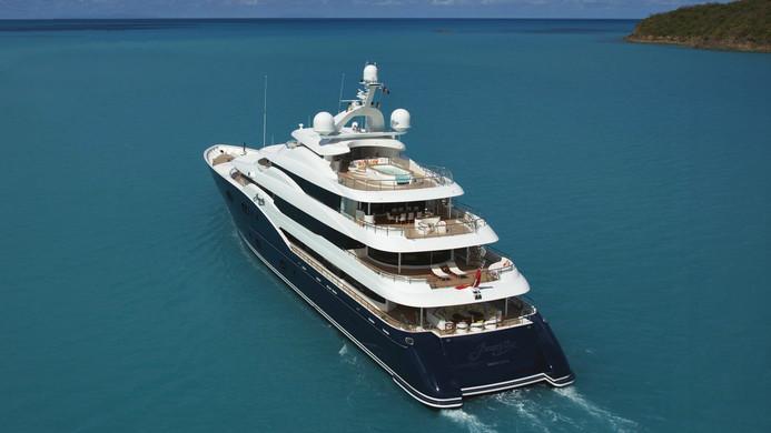 Yacht AMARYLLIS - tick over