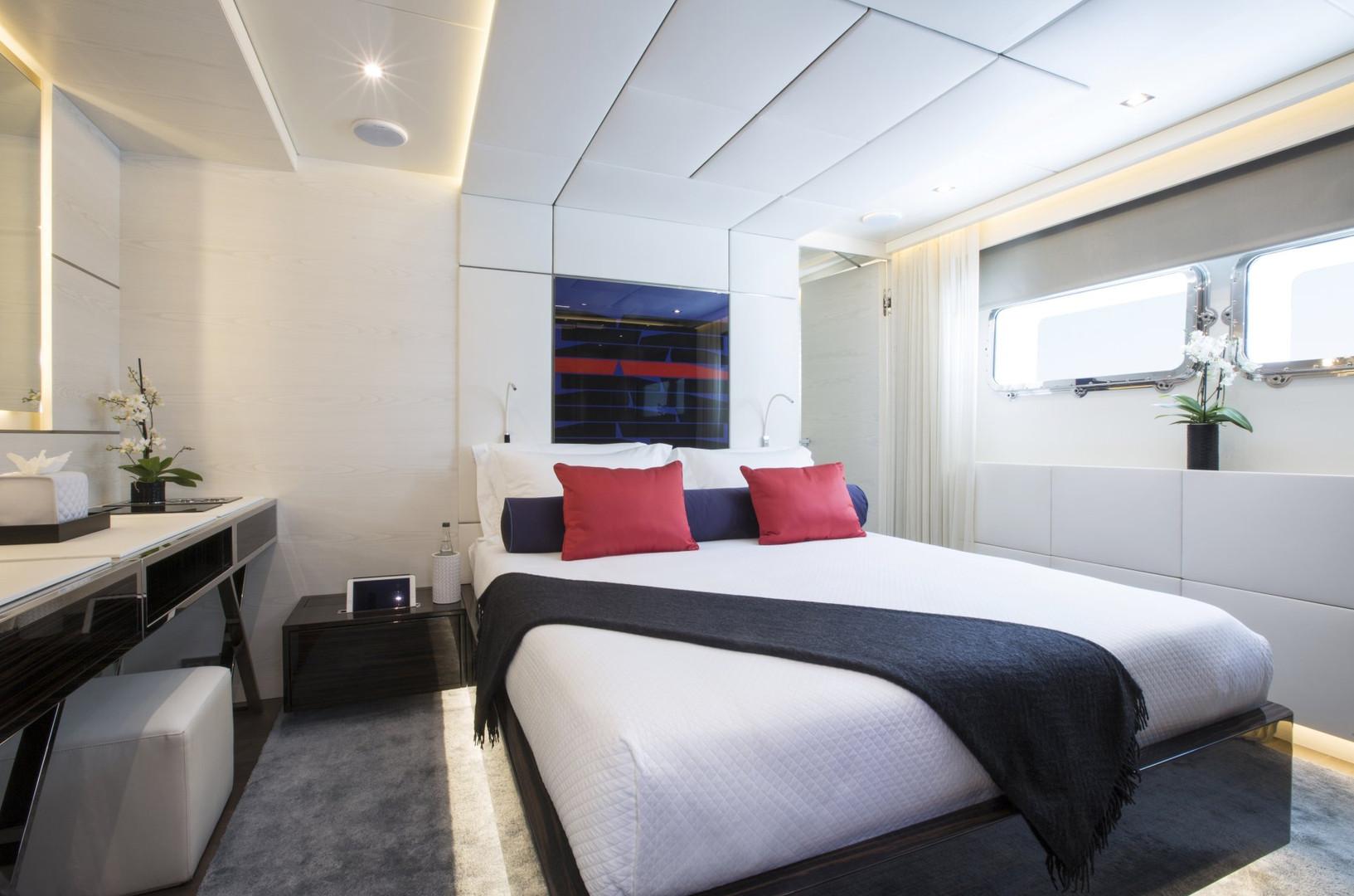 Yacht ENTOURAGE - guest cabin