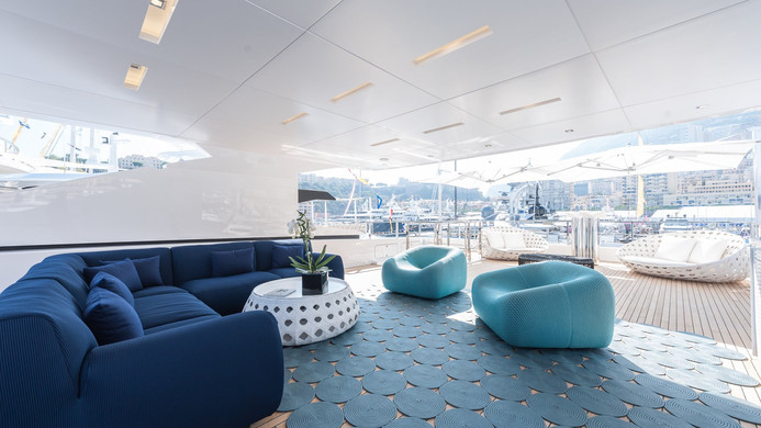 Yacht ENTOURAGE - sundeck, very popular on charter!