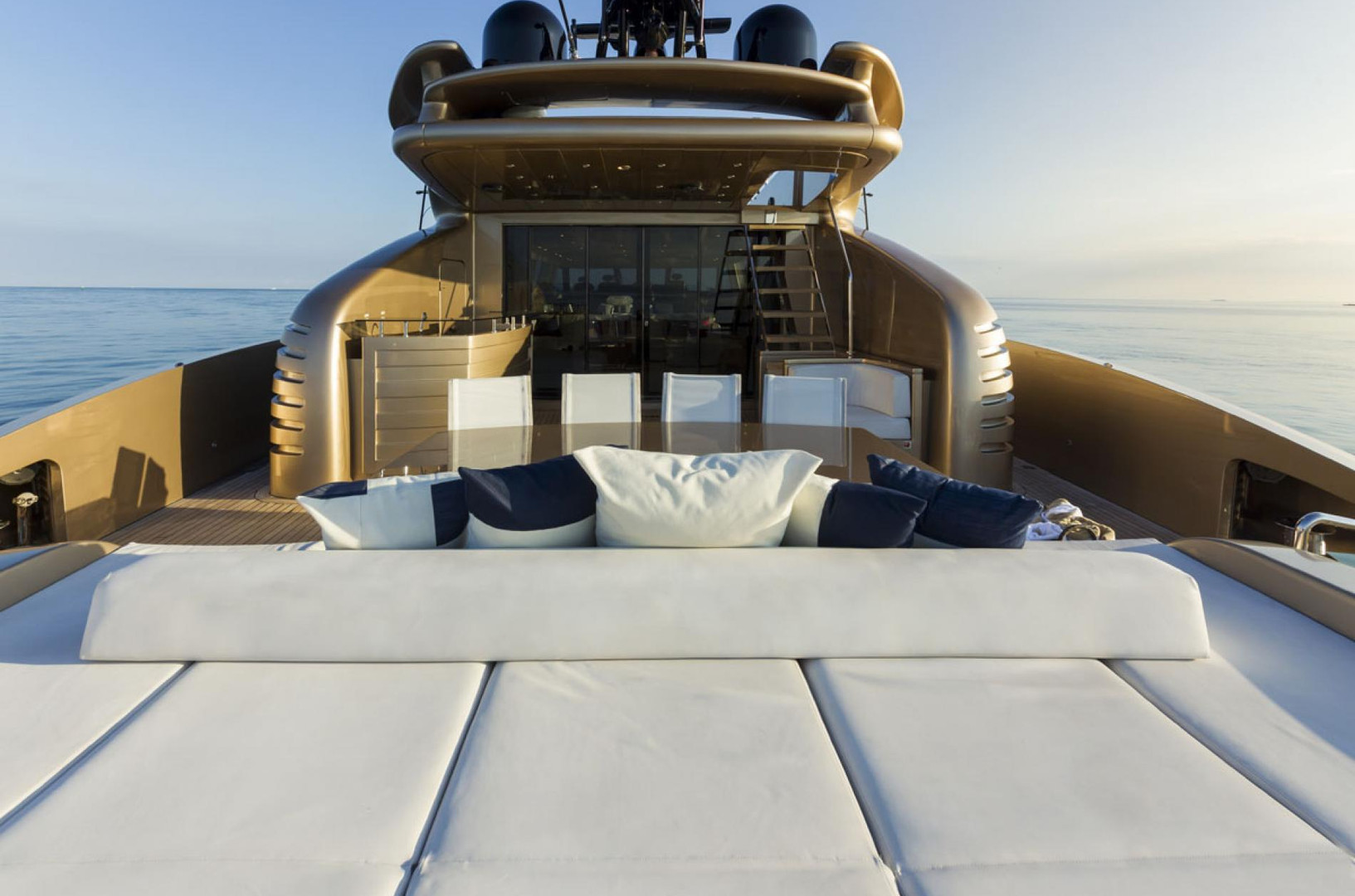 Yacht FIVE WAVES - aft