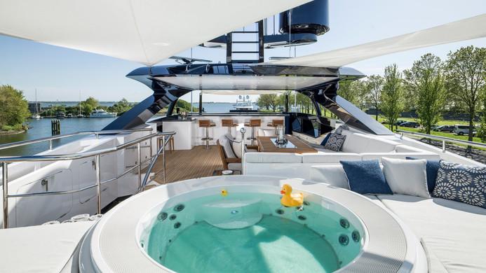 Yacht IRISHA - sun deck & hot tub
