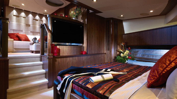 Yacht TUPPENCE master cabin