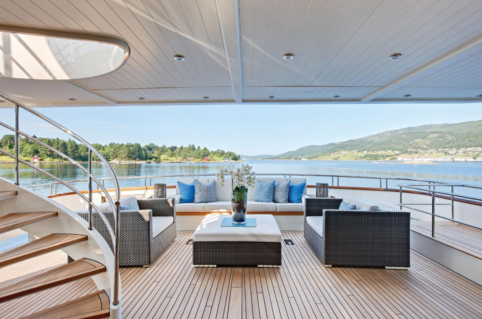 Yacht FABULOUS CHARACTER - aft deck