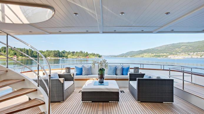 Yacht FABULOUS CHARACTER - aft deck