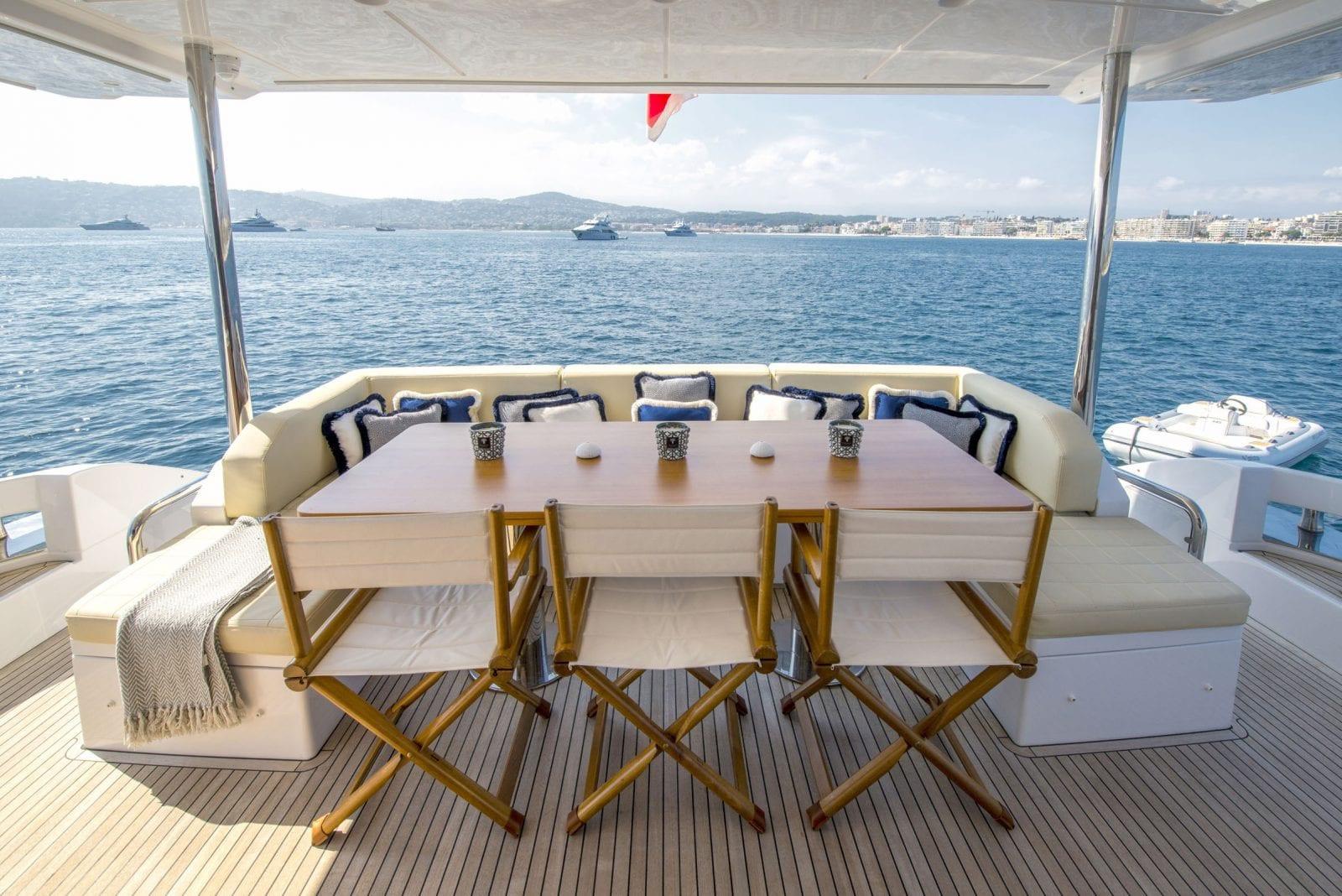 Yacht INVICTUS - aft deck dining