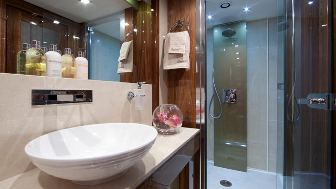 Yacht TUPPENCE ensuite