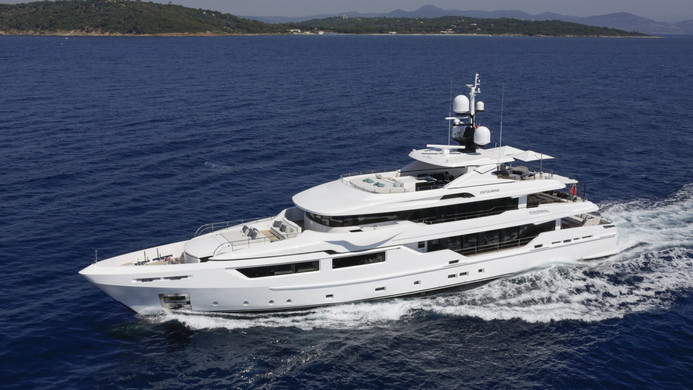 Yacht ENTOURAGE - cruising on charter in the south of France