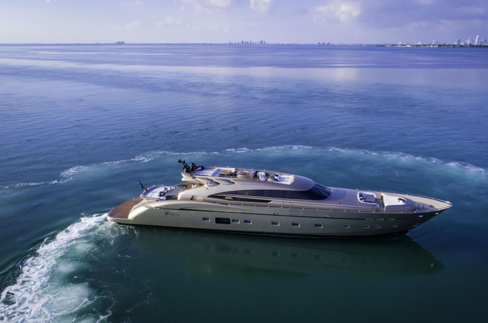 Yacht FIVE WAVES - Bahamas super yacht charter
